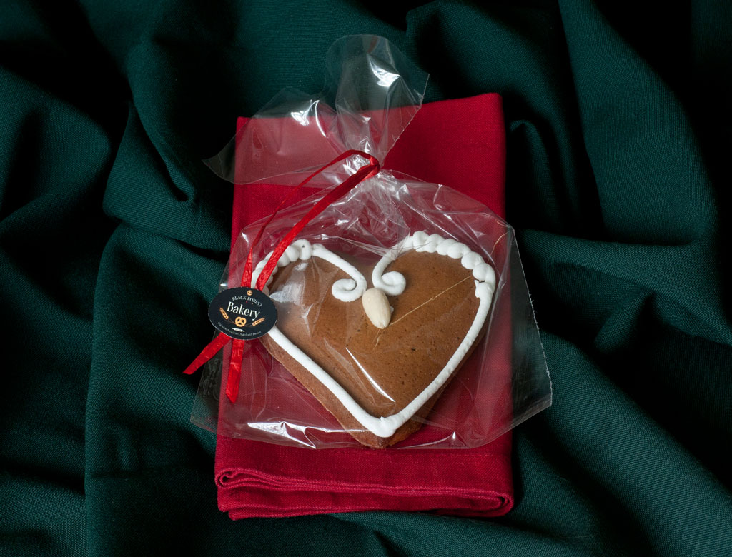 Gingerbread Heart Almond