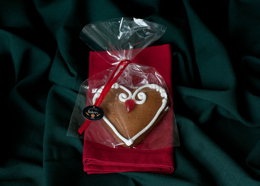 Gingerbread Heart Cherry
